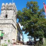 Das Höllensteinhaus mit Julienturm